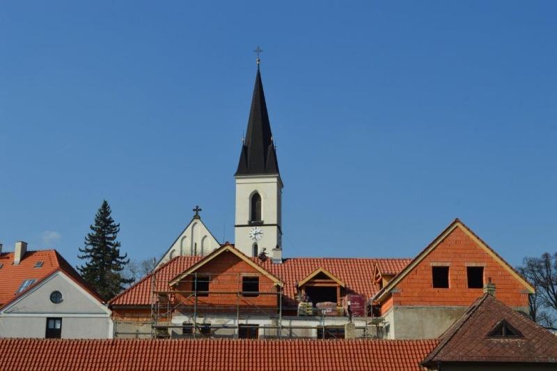 Kovářova 39 - rekonstrukce budovy s kostelem